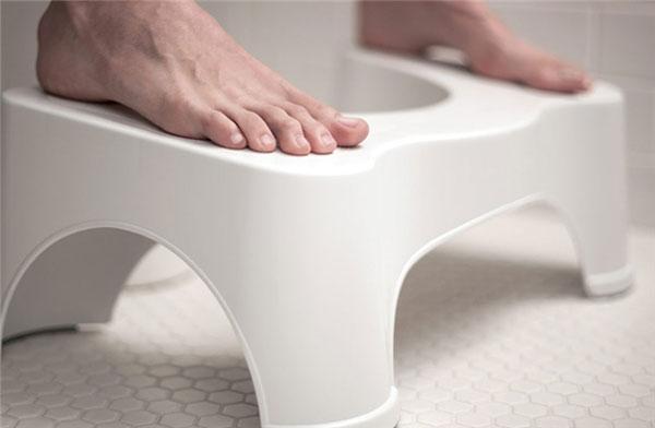 Ghế kê chân khi đi toilet giúp tạo dáng ngồi xổm - Tốt hơn cho việc đi tiêu (Ảnh minh họa)