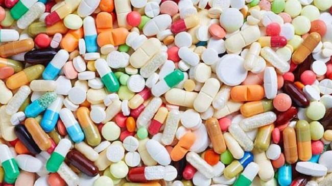 Khi cho trẻ sử dụng các loại thuốc trị táo bón cần hết sức cẩn thận và tuân theo chỉ dẫn của bác sĩ