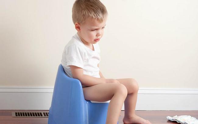 Trẻ thường có xu hướng nhịn đi cầu sau mỗi lần đi ị đau đớn
