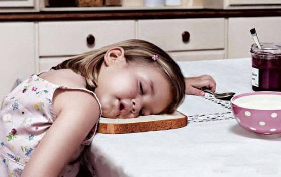 Trẻ có thể bị ngộ độc và suy kiệt sau thời gian dài bị táo bón