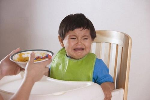 Táo bón là nguyên nhân khiến trẻ biếng ăn