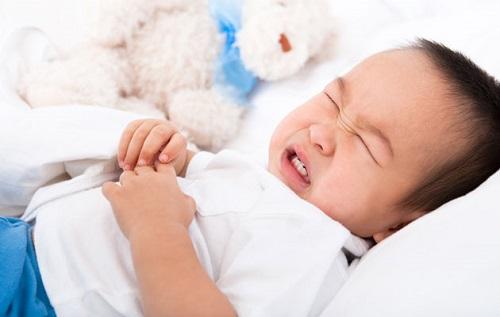 Đau bụng quặn – triệu chứng thường gặp ở trẻ