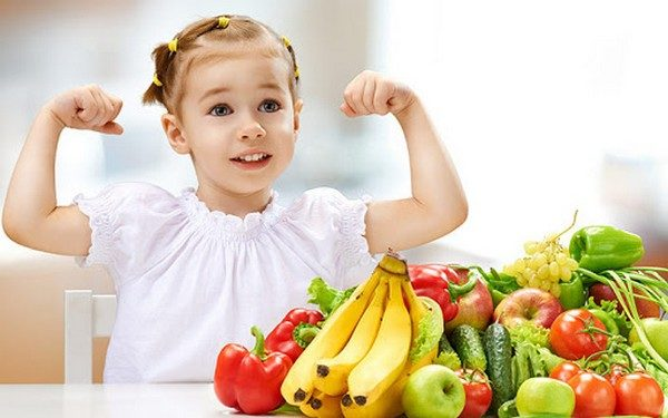 Trẻ bị táo bón cần thường xuyên ăn rau anh và hoa quả