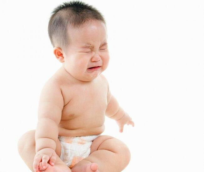 Trẻ phải rặn nhiều do táo bón