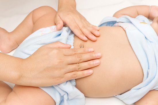Cách xử trí khi trẻ bị đầy bụng, đau bụng