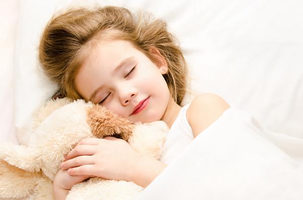 Cho trẻ ngủ đủ giấc cũng là cách giảm thiểu các triệu chứng của IBS