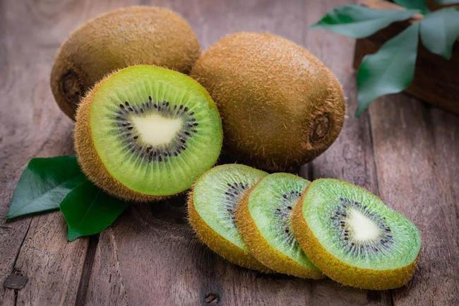 Kiwi cực tốt cho trẻ táo bón