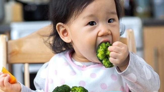Lượng rau xanh cần bổ sung cho bé mỗi ngày là bao nhiêu?