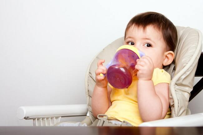 Nhu cầu nước ở trẻ từ 6 tháng đến 12 tháng tuổi