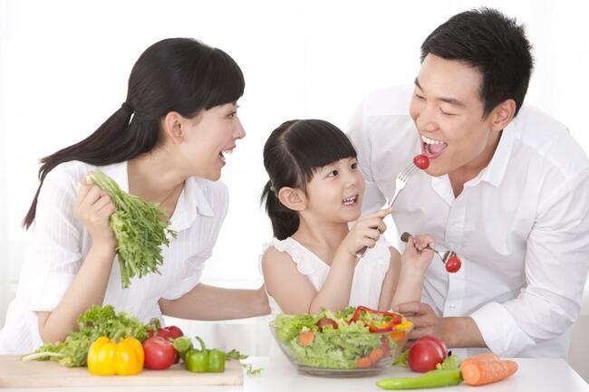 Rau xanh kiểm soát trọng lượng cơ thể trẻ