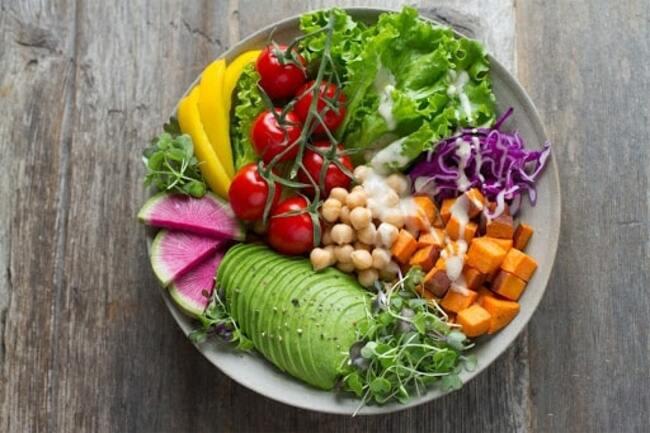 Rau xanh là nguồn dinh dưỡng thiết yếu cho cơ thể