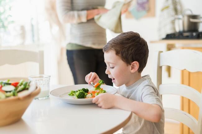 Tác dụng của rau xanh với trẻ em