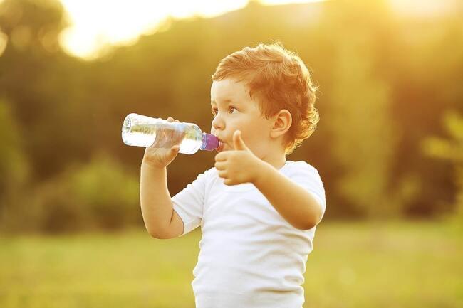 Tầm quan trọng của nước đối với trẻ