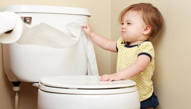 Táo bón là tình trạng thường gặp ở trẻ nhỏ. 95% trẻ táo bón là táo bón chức năng