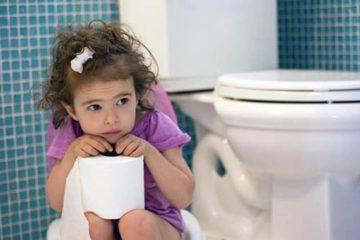 Tập ngồi bô là cách trị táo bón cho trẻ 3 tuổi hiệu quả