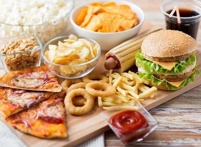 Thức ăn nhanh chứa ít chất xơ và nhiều chất béo không tốt cho hệ tiêu hóa