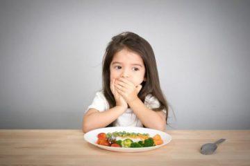 Trẻ đầy bụng nên ăn gì