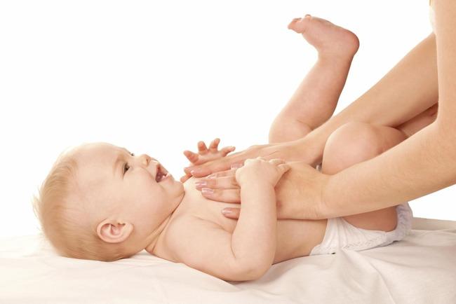 Cách massage bụng cho trẻ sơ sinh