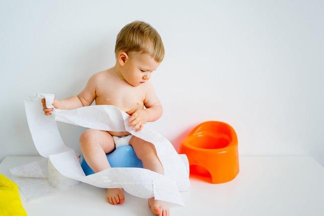 Nguyên nhân trẻ sơ sinh uống sữa ngoài bị táo bón