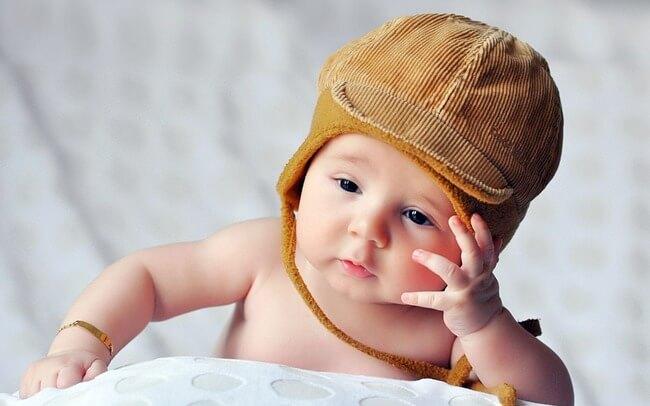 Trẻ 1 tháng tuổi đi ngoài nhiều lần trong ngày có đáng lo?
