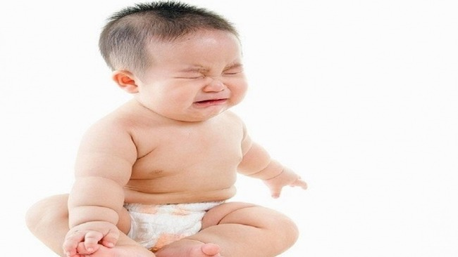 Trẻ 3 tháng tuổi bị táo bón do dùng sữa ngoài không phù hợp