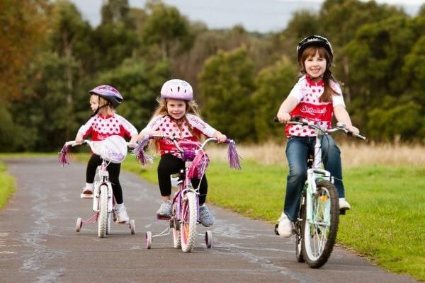 Trẻ tập thể dục 30 phút mỗi ngày giúp giảm táo bón hiệu quả