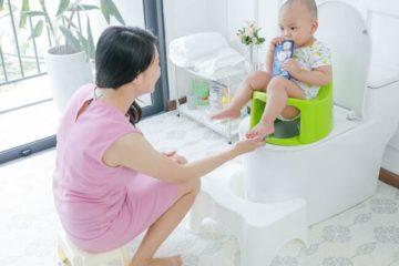 Tư thế đi vệ sinh đúng cho trẻ
