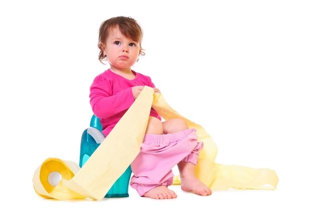 Tư thế đi vệ sinh ngồi xổm sẽ giúp bé hạn chế táo bón